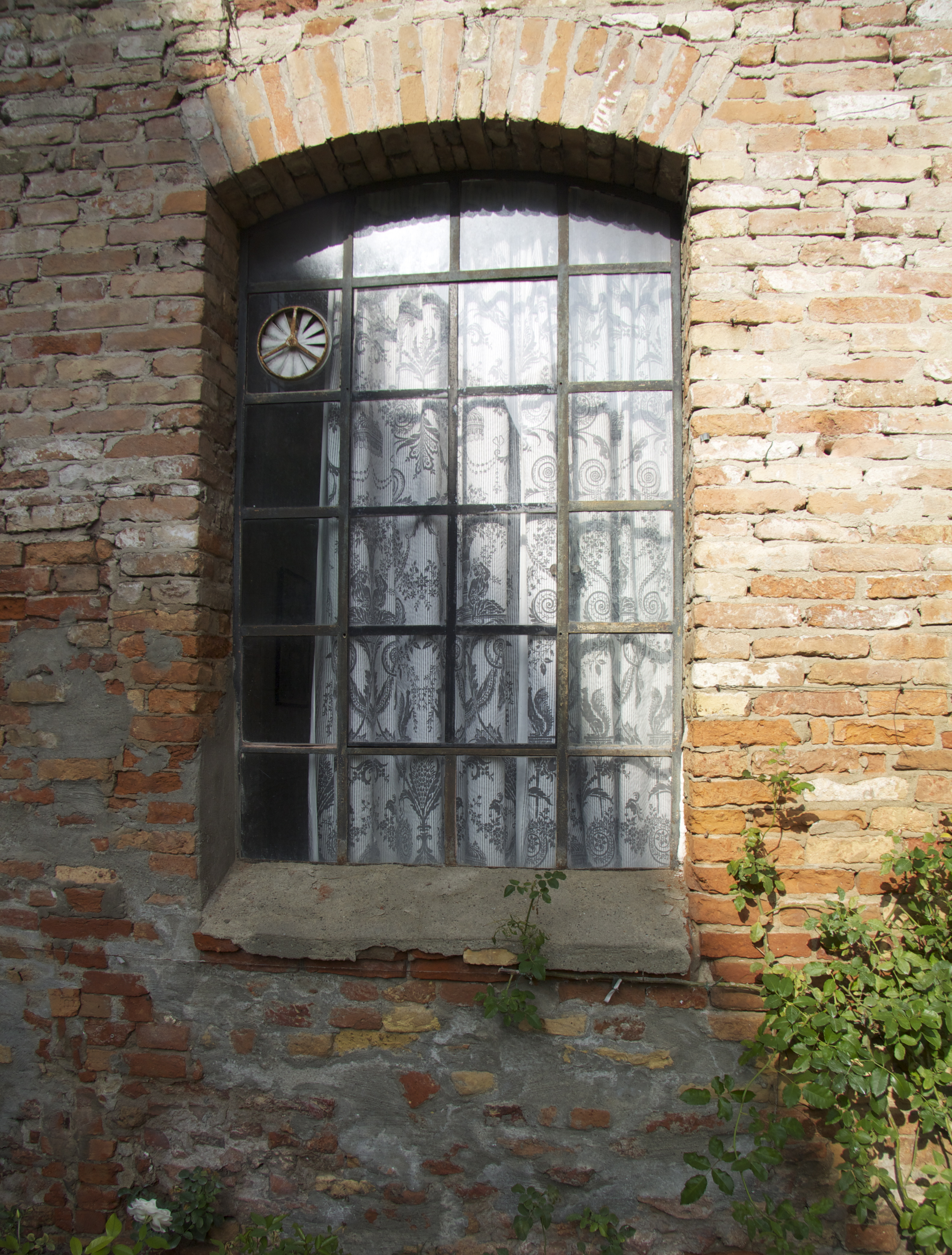 This Wall U2013 With Spare Arching Black Iron Window Frames Dressed In Grey  Toile De Jouy Style Fabric U2013 Is Clothed In Bright Yellow Roses All Summer.