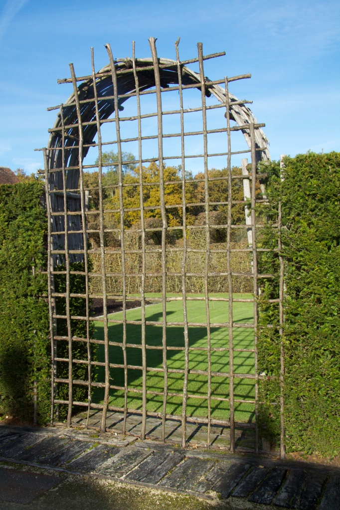 front gate arch screen