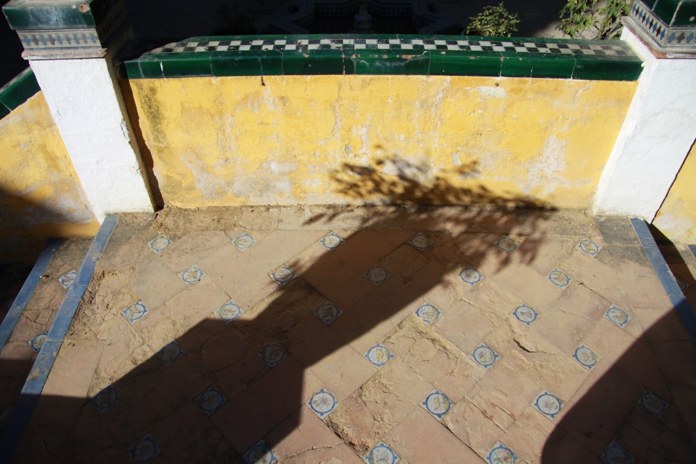 pot shadow tile