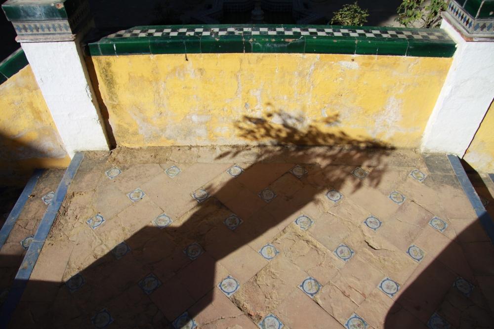 pot shadow tile
