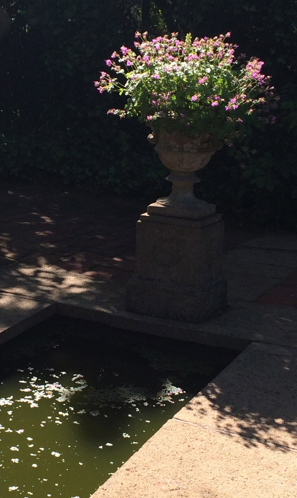 urn water